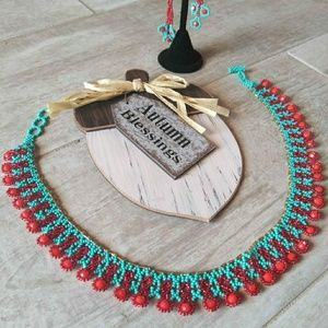 Jewelry - Choose to shine with this necklace / earring set!